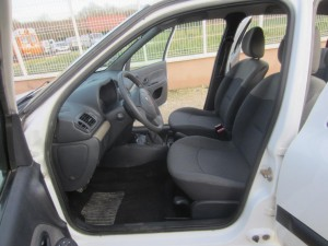 clio II DCI 136000 Kms occassion TROYES 9